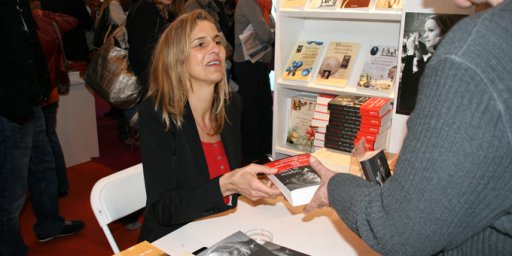 delphine_de_vigan-interview-salon-livre2012-ecriture-roman-cinema.jpg