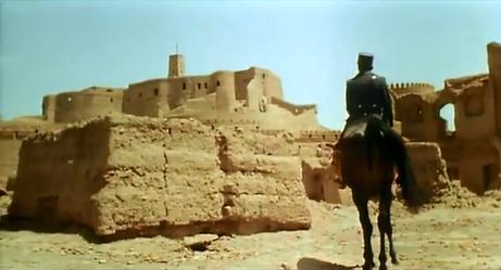 Adaptation ciné Le désert des Tartares (Buzzati) 1976, Arrivée de Drogo à la forteresse