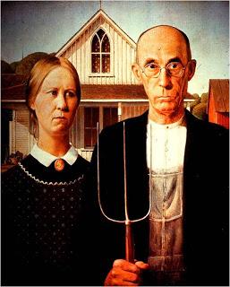 """Couple de fermiers puritains au XIXe siècle, """"American Gothic"""" de Grant Wood (la fourche symbolisant le dur labeur)"""