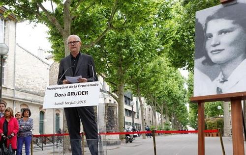 "Inauguration de la promenade ""Dora Bruder'"" avec Patrick Modiano, le 01/06/15 à Paris XVIIIe."