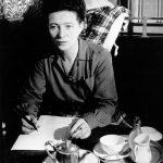 Simone de Beauvoir écrivant au café de Flore (1944, Brassäi)