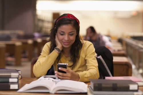 impact lecture livres exigeants et lecture sur internet sur le cerveau et le niveau scolaire